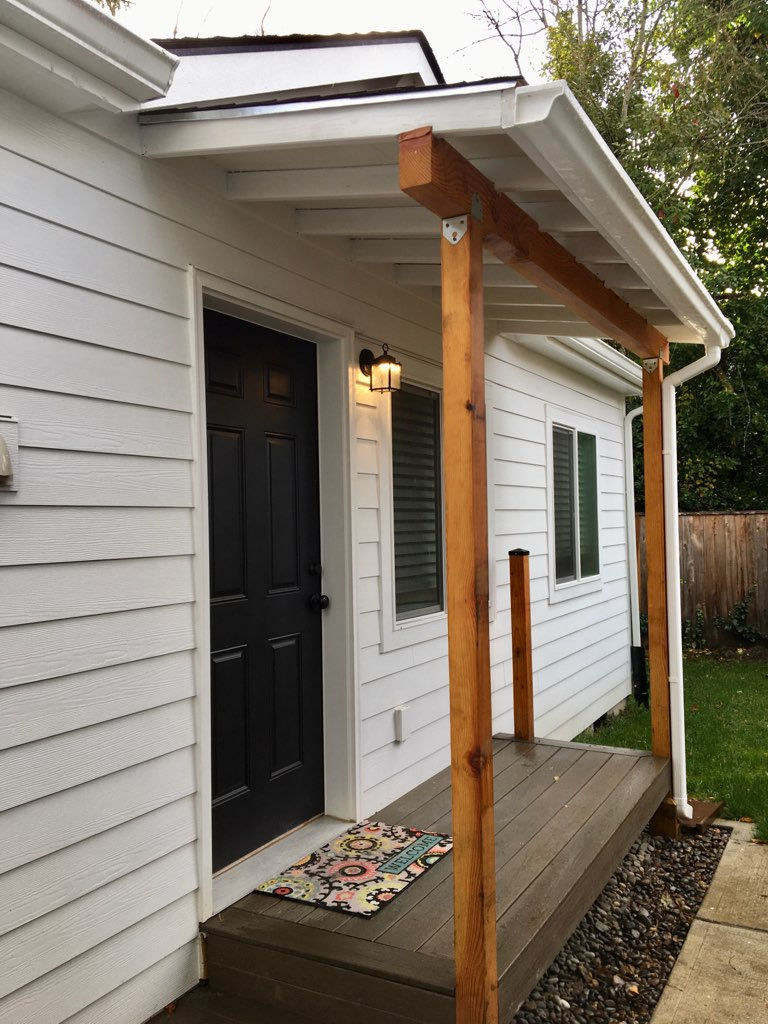 tiny home rental front door
